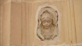 Basrelief av oskulden på den främre väggen av byggnad, Valletta, Malta royaltyfri foto