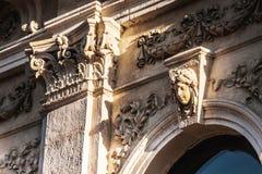 Basrelief i antik stil arkivbilder