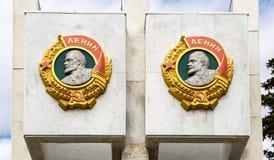 Basrelief i form av beställningen av Lenin arkivfoto