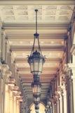 Basrelief med belysning arkitektoniskt byggnadsdetaljtak Fotografering för Bildbyråer