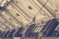 Basrelief med belysning arkitektoniskt byggnadsdetaljtak Royaltyfri Fotografi