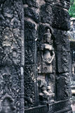 Basrelief på den Banteay Kdei templet, Cambodja Royaltyfri Foto