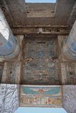 Basreliefdetaljer av den Medinet Habu templet, Egypten Royaltyfri Bild