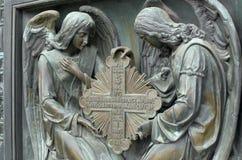 Basreliefen på det kristna temat royaltyfria bilder