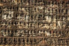 Basreliefer på spetälskkonungen i Angkor Thom Arkivfoton