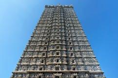 Basrelieferna av den indiska religionen i kyrkan av den stora Shivaen Murudeshwar Fotografering för Bildbyråer
