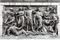 Basreliefplatser på väggen av stelen som är hängiven till minneslistan Royaltyfri Foto