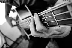 Bass Guitar acústico bonde foto de stock