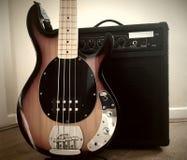 Bass Guitar e amplificador Imagem de Stock Royalty Free