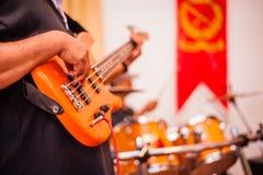 Bass Guitarist fotografie stock libere da diritti