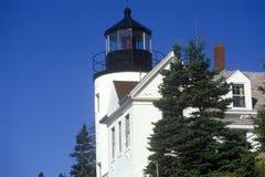 Bass Harbor Head Light Lighthouse på den blåa kullefjärden i Maine, MIG Arkivfoton