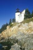 Bass Harbor Head Light Lighthouse på den blåa kullefjärden i Maine, MIG Royaltyfri Fotografi