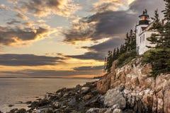 Bass Harbor Head Lighthouse bei Sonnenuntergang summte herein laut Lizenzfreie Stockbilder