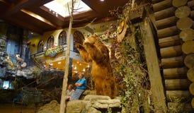 Bass Pro Shops, urso de Springfield, Missouri na entrada imagem de stock royalty free