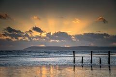 Bassa marea, vista sul mare di tramonto Immagini Stock