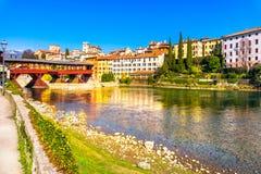 Bassano del Grappa gammal bro också som är bekant som bron av Alpinen arkivbilder