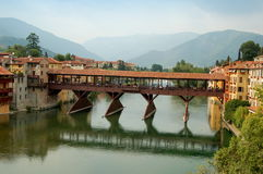 Bassano del Grappa Italien: 13th århundrade Ponte Coperto Arkivfoton