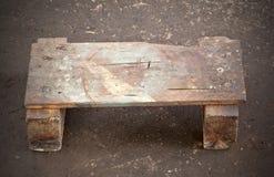 Basse chaise faite de bois lui-même Photographie stock libre de droits