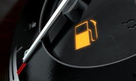Basse lumière de tableau de bord d'essence Photos libres de droits