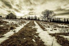 Basse précipitation en montagnes d'hiver Photo stock