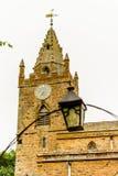 Basse vue de Milton Malsor Church Northampton R-U Image stock