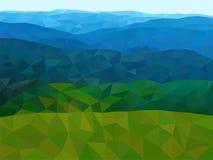 Basses poly montagnes avec le ciel bleu Photographie stock