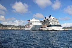 Basseterre, St San Cristobal - 1/24/2018 - la conquista del carnaval, y los barcos de cruceros del equinoccio de la celebridad at imagen de archivo libre de regalías