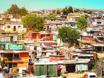 Bassifondi informali di stabilimenti, capanne fatte di metallo nel distretto o appartamenti del capo di Stellenbosch fotografie stock