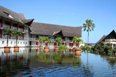 Bassin avant un hôtel image libre de droits