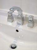 Bassin blanc de salle de bains Images libres de droits