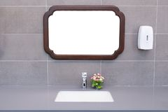 Bassin dans une salle de bains moderne Image stock