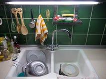 Bassin de cuisine à la maison photographie stock libre de droits