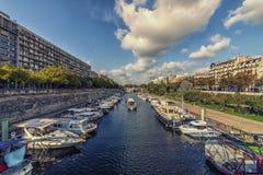 "Bassin de l ""арсенал в Париже стоковая фотография rf"