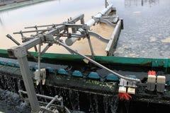Bassin de s?dimentation ? l'installation de traitement d'eaux r?siduaires Photographie stock