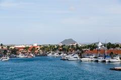 Bassin de yacht sur Aruba Image stock