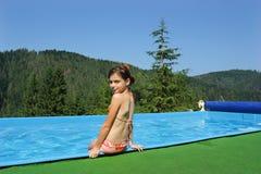 bassin dziewczyn mały bawić się Zdjęcia Stock