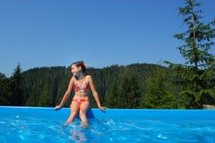 bassin dziewczyn mały bawić się Zdjęcie Stock