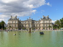 Bassin et Palais du Luxembourg, Paris ( France ) Royalty Free Stock Photos