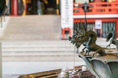 bassin pour la purification spirituelle dans le temple de Sensoji images stock