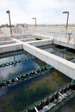 Bassins de sédimentation pour la purification des eaux usées traitées photo libre de droits