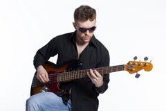 Bassista con l'atteggiamento Fotografie Stock Libere da Diritti