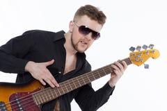 Bassista con l'atteggiamento Fotografia Stock