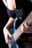 Bassiste féminin Photo libre de droits