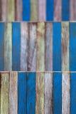 Basso blu di giallo di legno della parete di colore di astrattismo in profondità del campo Immagini Stock Libere da Diritti