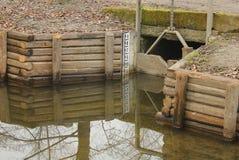 Basso livello dell'acqua in uno stagno Immagini Stock