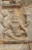 Bassorilievi di pietra sulle pareti il tempio di Achyuta Rayas circa la via del ` s della cortigiana - Sule Bazaar in Hampi, il K fotografia stock libera da diritti