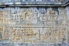Bassorilievo decorativo della pietra dell'eredità culturale dell'Asia del posto dell'architrave religioso della parete sulla pare Fotografia Stock Libera da Diritti