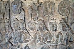 Bassorilievo del XII secolo di Angkor Wat - giudizio di Yama, dipinto di cielo immagine stock libera da diritti
