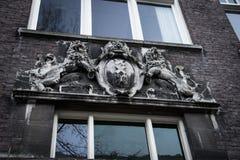Bassorilievo della stemma di Amsterdam fotografia stock libera da diritti