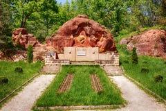Bassorilievo di Vladimir Lenin alle rocce rosse Fotografia Stock
